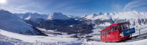 ENGADIN St. Moritz: Panorama Muottas Muragl mit der Standseilbahn