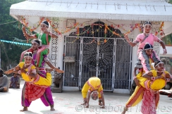 The traditional dress is a Kanchula, a brightly coloured blouse with shiny decorations. An apron-like, embroidered silk cloth (nibibandha) is tied around the waist like a ruffle and worn around the legs. Some dancers still adhere to tradition by wearing a pattasari: a piece of thin fabric about 4 metres (13 ft 1 in) long, worn tightly with equal lengths of material on both sides and a knot on the navel